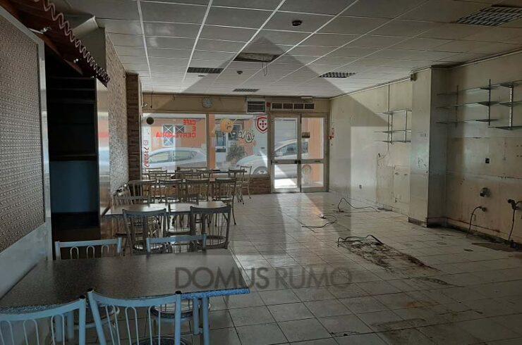 Espaço comercial com 96 m² para venda em São Domingos de Rana